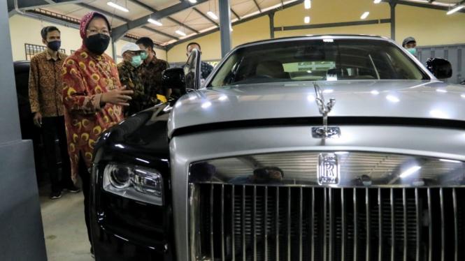 Rolls-Royce Ghost yang akan dilelang Kementerian Sosial