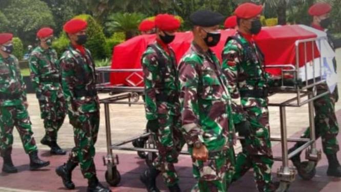 VIVA Militer: Prosesi pemakaman Kolonel A Sugianto.