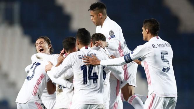 Pemain Real Madrid merayakan gol ke gawang Atalanta