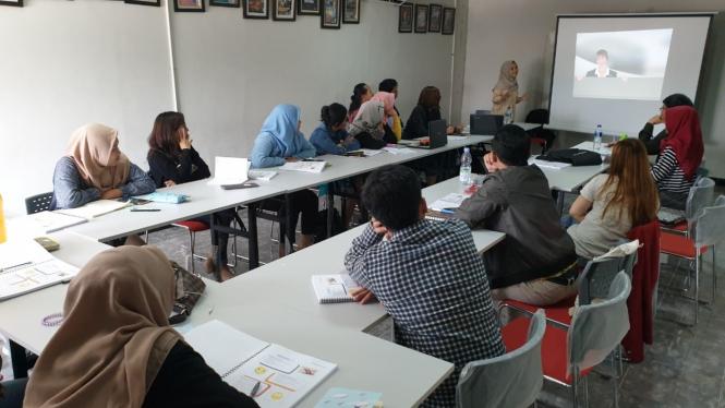 Aktifitas kelas di Golden English