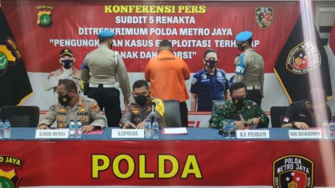 Polda Metro Jaya merilis kasus penembakan yang melibatkan oknum polisi