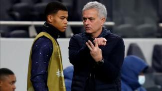 Pemain muda Tottenham Hostpur, Dane Scarlett, bersama Jose Mourinho.