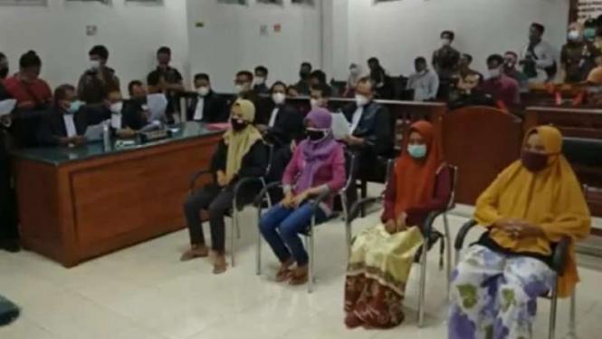 Kejanggalan Dakwaan Jaksa terhadap 4 IRT yang Protes Pabrik Rokok
