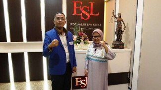 Elza Syarif bersama Presiden DPN Indonesia, Faizal Hafied