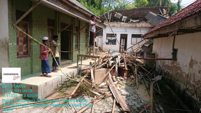 Sisa material tanah longsor terjadi pada Rabu (24/2/2021) yang menimpa Pondok Pesantren Ponpes Annidhomiyah pada Sabtu (27/2/2021).