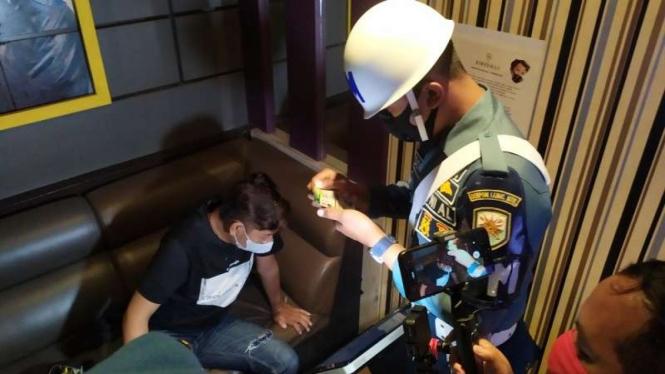 Razia tempat hiburan di NTB oleh polisi dan TNI
