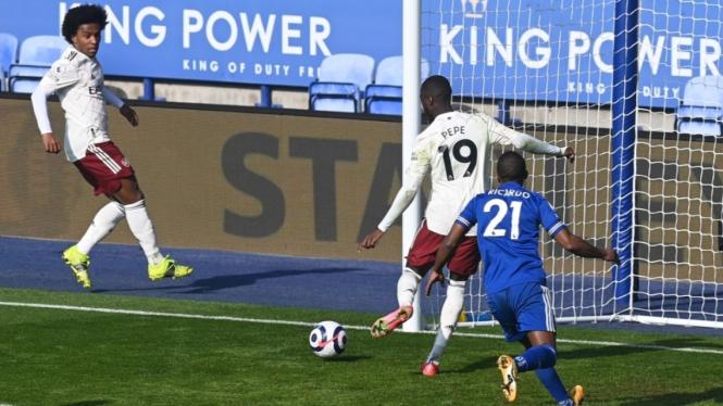Pertandingan Leicester City vs Arsenal di Premier League 2020/2021.