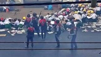 Aksi Brutal yang dilakukan polisi dan militer Myanmar, Minggu 28 Februari 2021.