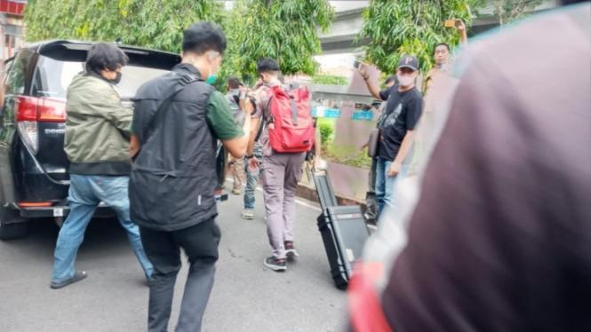 KPK menggeledah kantor Dinas PU Sulawesi Selatan