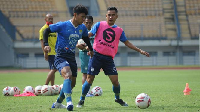 Pemain Persib Bandung gelar latihan.