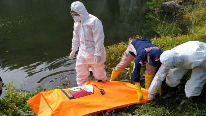 Wanita muda ditemukan tewas di lubang bekas galian.