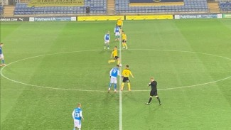 Pertandingan antara Oxford United vs Peterborough United di League One 2020/21.