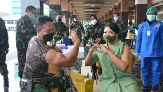 VIVA Militer: Jenderal TNI Andika Perkasa setelah disuntik vaksin Sinovac