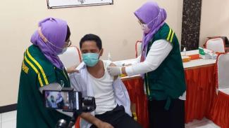 Vaksinasi COVID-19 petugas atau sipir rutan di Tangerang