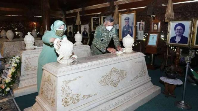 VIVA Militer: Pangkostrad ziarah ke makam Jenderal Besar TNI Soeharto