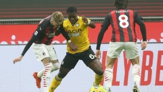Pertandingan AC Milan vs Udinese dalam lanjutan Serie A 2020/21.