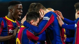 Para pemain Barcelona merayakan kemenangan atas Sevilla.