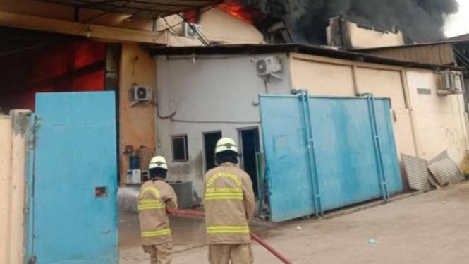 Kebakaran gudang di Tangerang, Kamis, 4 Maret 2021.