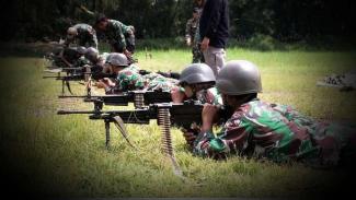 VIVA Militer: Prajurit Marinir Yonif 5 Pasmar 2 latihan menembak