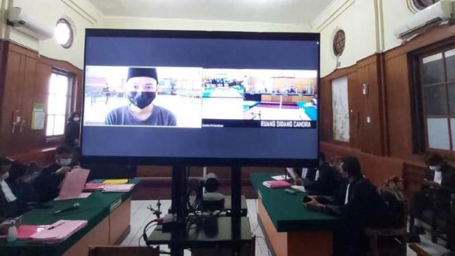 Sidang pengadilan terdakwa kasus salah transfer BCA di Surabaya