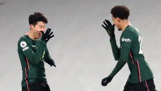Pemain Tottenham Hostpur, Son Heung-min dan Dele Alli, merayakan gol.