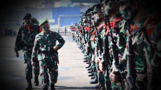 VIVA Militer: Pangdam Diponegoro ketika mengecek prajurit Banteng Raider