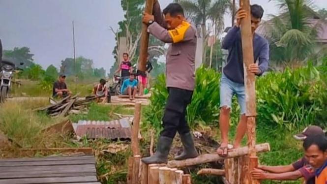 Polisi Pontianak Bangun Kanal Cegah Kebakaran Hutan Pakai Uang Pribadi