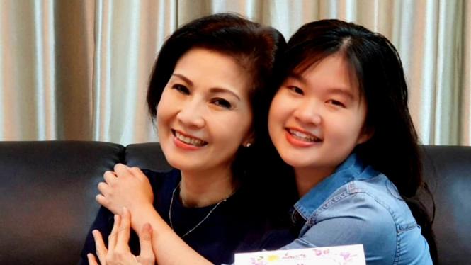 Mantan kekasih Kaesang Pengarep, Felicia Tissue bersama sang bunda, Meilia Lau.