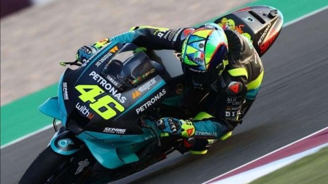 Valentino Rossi saat mencoba motor Petronas Yamaha SRT.