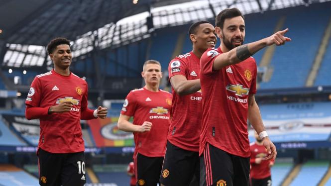 Bruno Fernandes dan pemain Manchester United merayakan gol