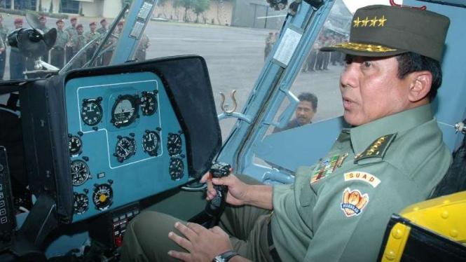 VIVA Militer: Jenderal TNI (Purn.) Agustadi Sasongko Purnomo saat menjadi Kasad