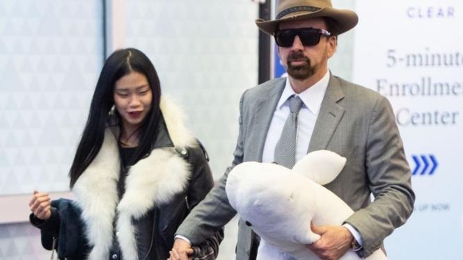 Nicolas Cage dan Riko Shibata.