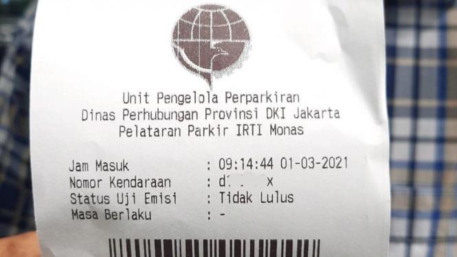 Tiket parkir lokasi uji coba sanksi uji emisi di Jakarta