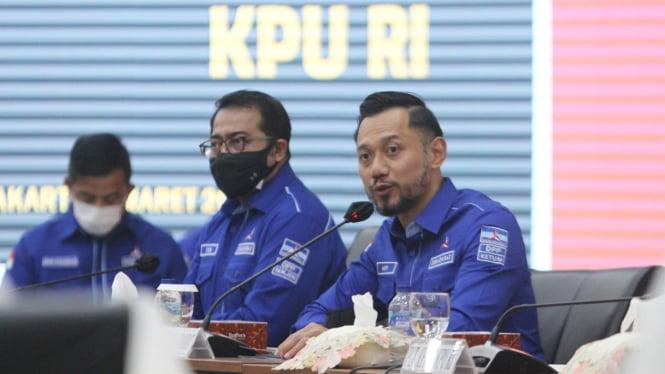 Ketum Demokrat Agus Harimurti Yudhoyono atau AHY saat mengunjungi KPU
