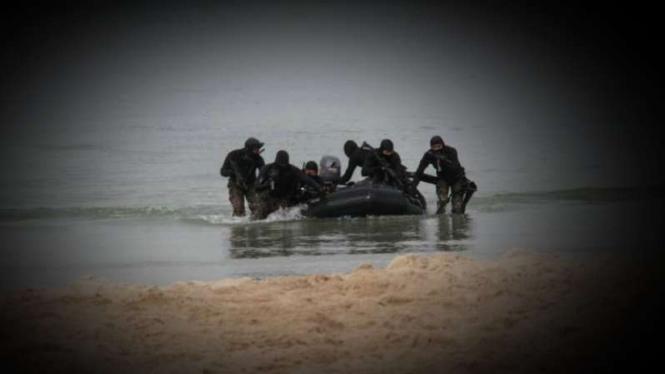 VIVA Militer: Tentara Malaysia di pantai.