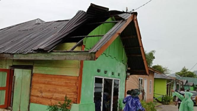 Angit puting beliung terjang Kabupaten Tapanuli Utara
