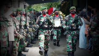 VIVA Militer: Prosesi pemakaman Kopka Sumadi.