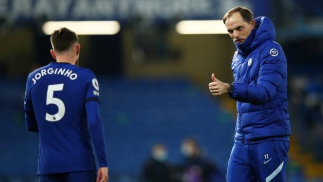 Manajer Chelsea, Thomas Tuchel, bersama Jorginho.