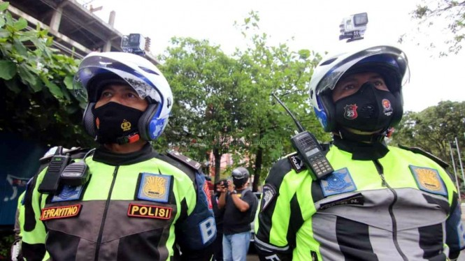 Hati-hati Kena Lirikan Polisi Bermotor Ini