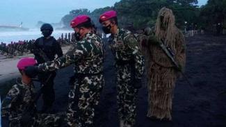 VIVA Militer: KSAL memimpin prosesi pembaretan terhadap 300 prajurit Marinir