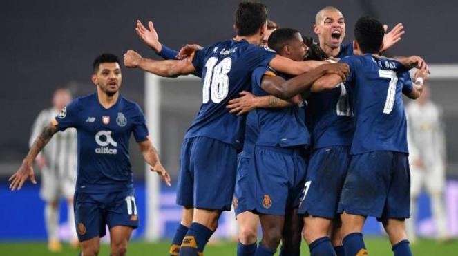 Pemain FC Porto rayakan keberhasilan menyingkirkan Juventus.