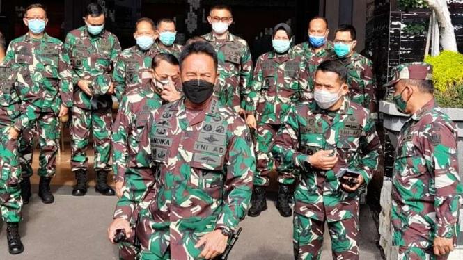 Kepala Staf TNI Angkatan Darat (KSAD) Jenderal Andika Perkasa usai memberikan penjelasan tentang kelainan organ seksual Serda Aprilia Manganang di Jakarta, Selasa, 9 Maret 2021.