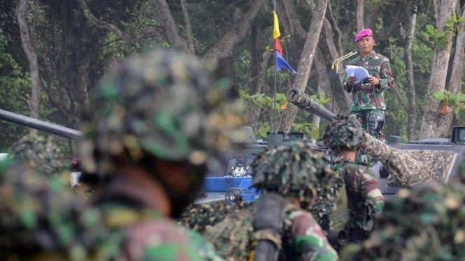 VIVA Militer: Dankormar Mayjen TNI Suhartono di Pantai Baruna, Malang Selatan