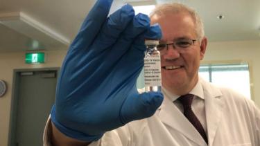 https://thumb.viva.co.id/media/frontend/thumbs3/2021/03/12/604b1f9dc03c2-australia-tak-khawatir-sejumlah-negara-hentikan-sementara-vaksinasi-astrazeneca_375_211.jpg