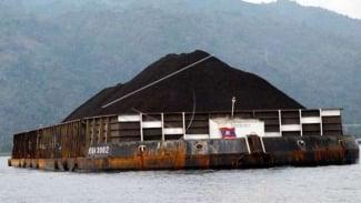 Ponton besar bermuatan ribuan ton batu bara. (Ilustrasi)