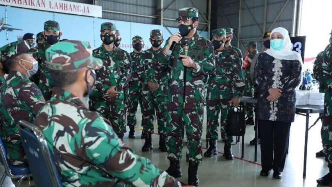 VIVA Militer: Panglima TNI memimpin langsung vaksinasi COVID-19 di Malang Raya