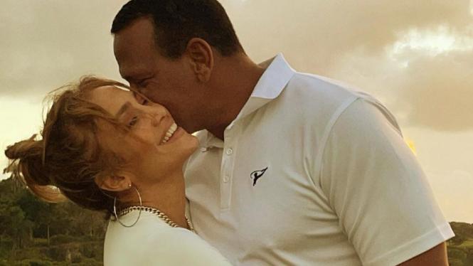 Bantah Putus, Jennifer Lopez Akui Bermasalah dengan Alex Rodriguez