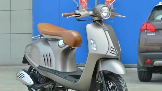 Motor China mirip Vespa 946
