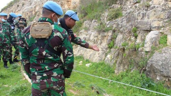 VIVA Militer: Satgas TNI Indobatt XXIII-O/UNIFIL temukan peledak UXO