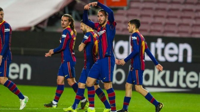 Bek Barcelona, Oscar Mingueza rayakan gol ke gawang Huesca
